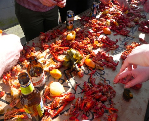 Image of: crawfish eating table