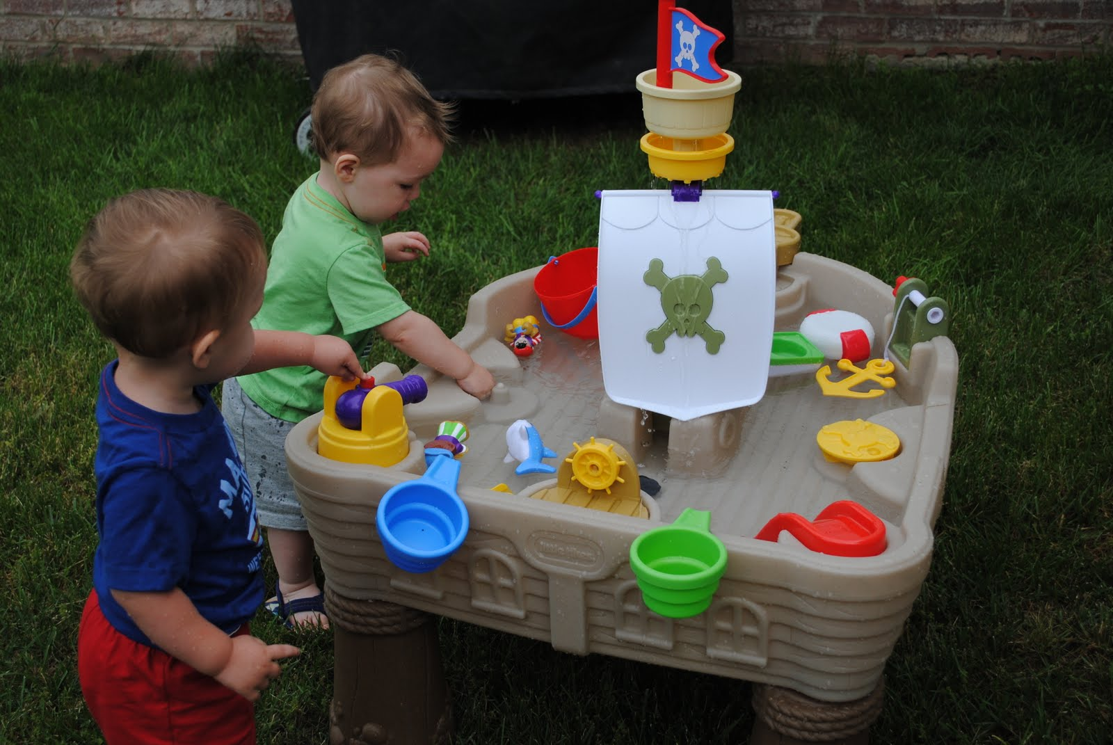 Image of: deluxe pirate water table
