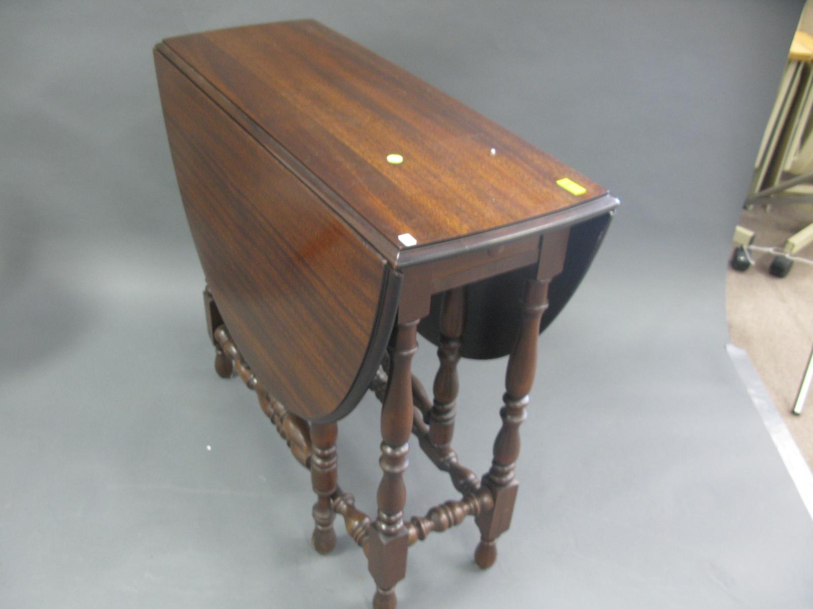 Image of: drop leaf gate leg table