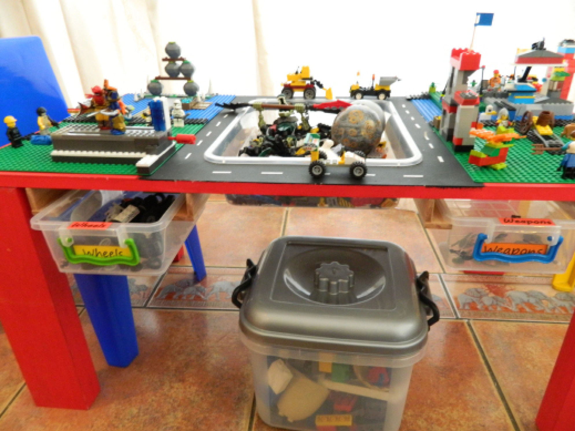 Image of: duplo table with storage