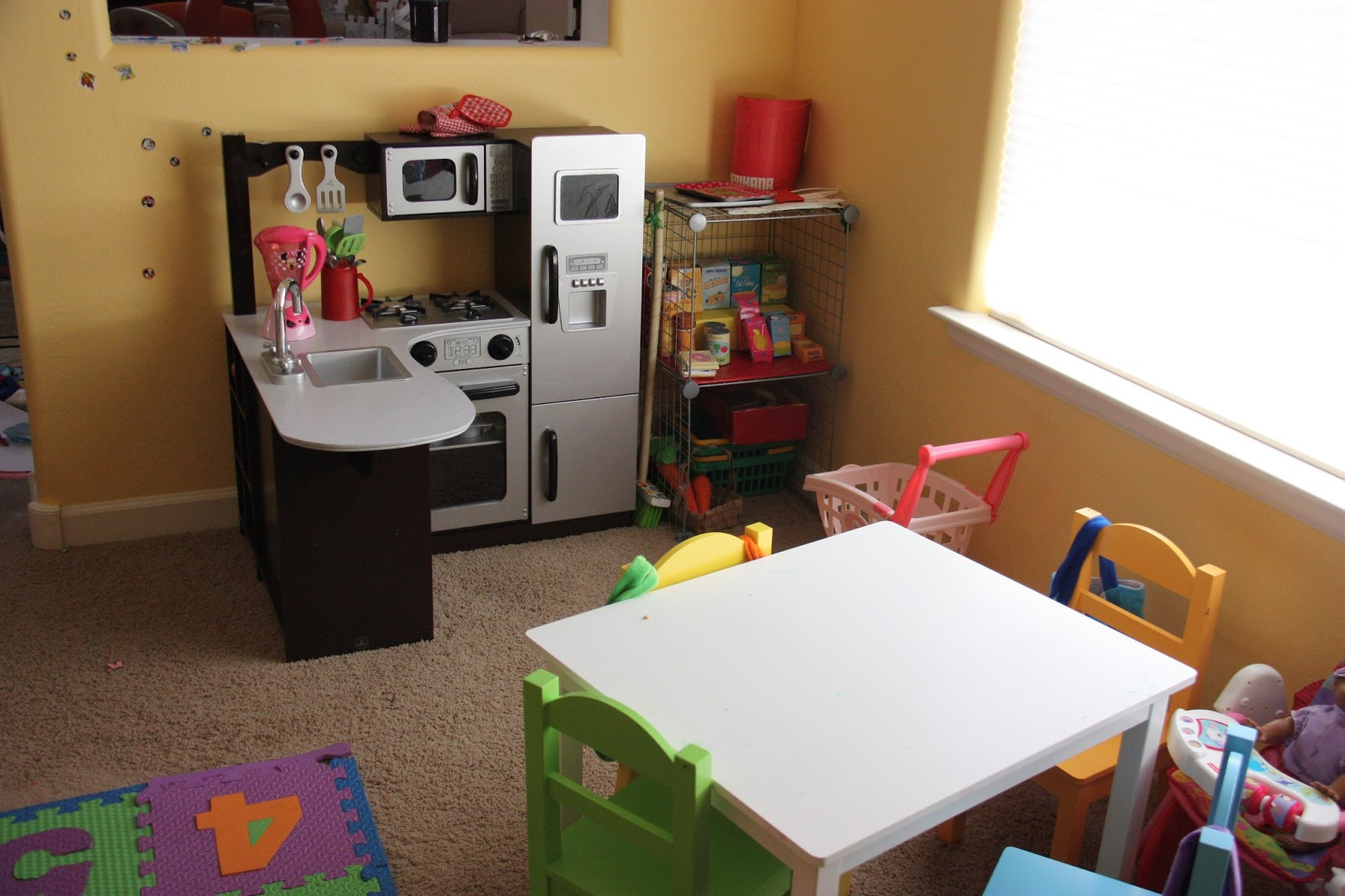 Image of: kidkraft table and 4 chairs