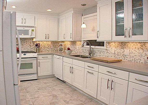 kitchen backsplash ideas with off white cabinets