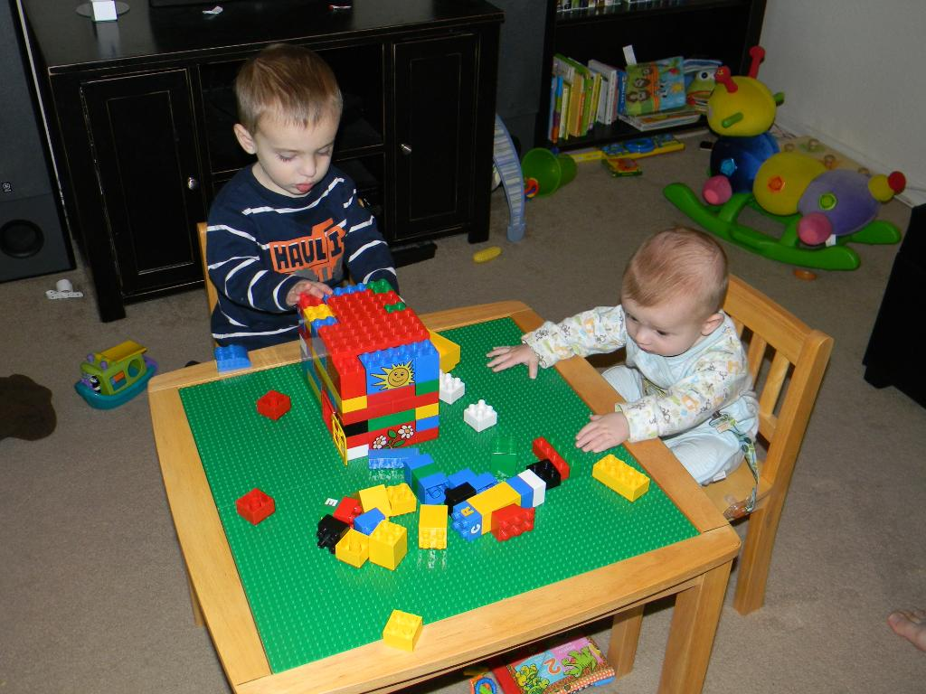 Image of: lego duplo table and chairs