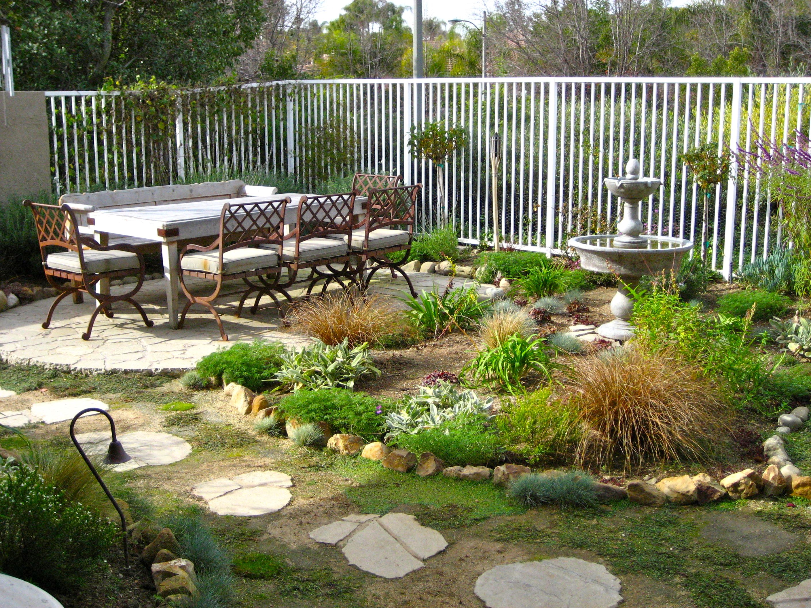 Image of: patio designs for a small backyard