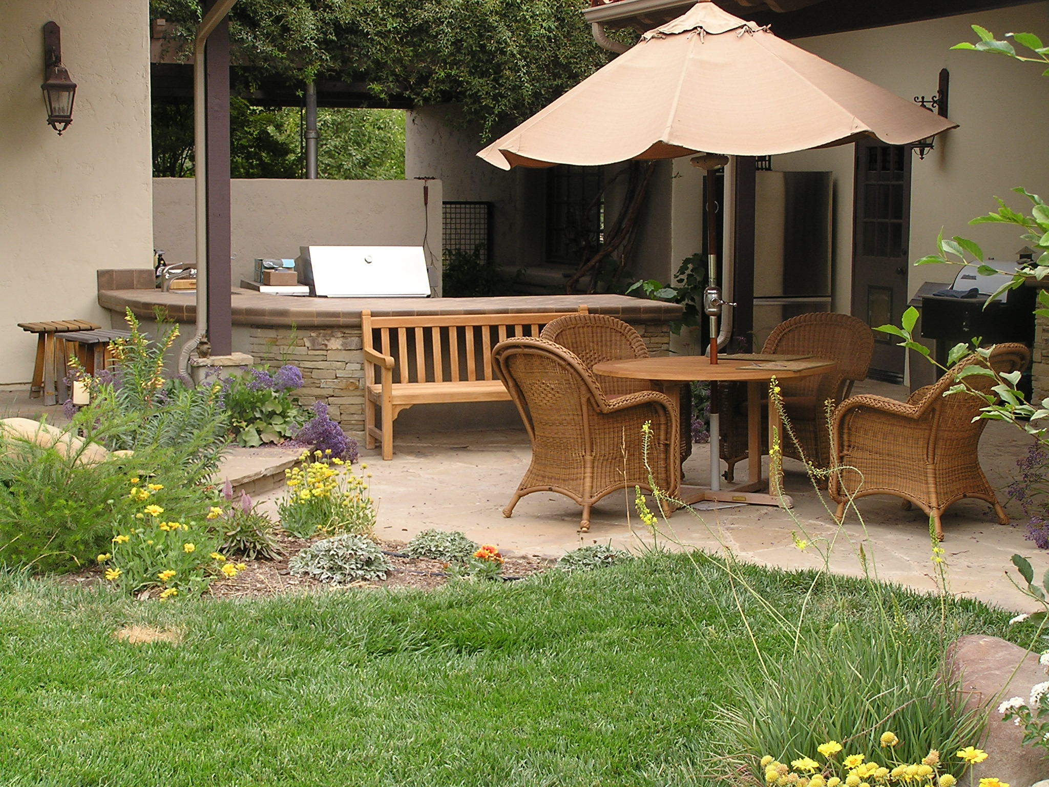 Image of: patio small backyard designs