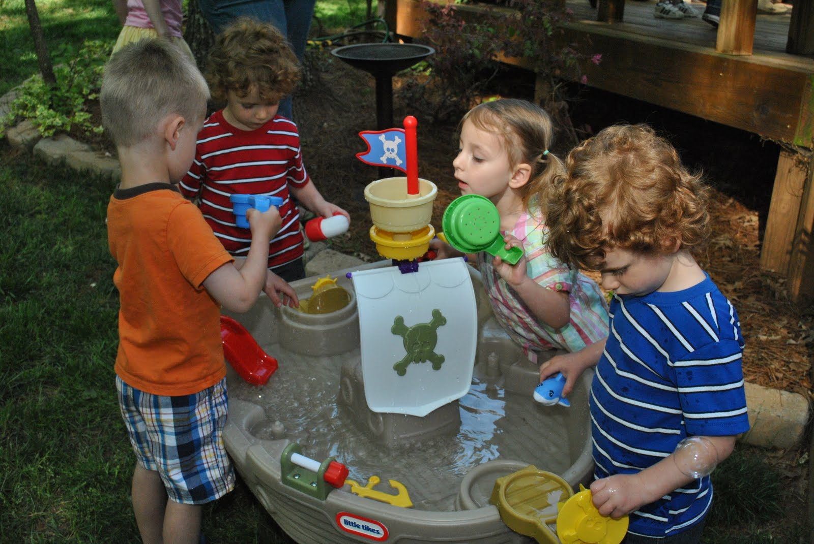 Image of: pirate water table for toddlers