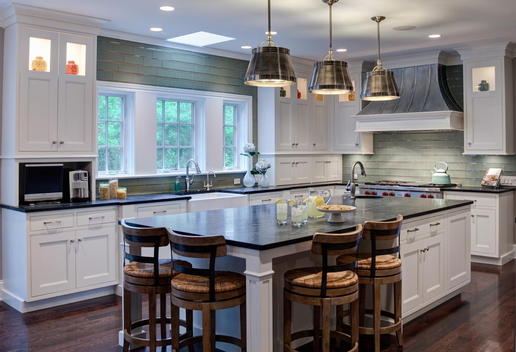 Image of: traditional cottage kitchen designs