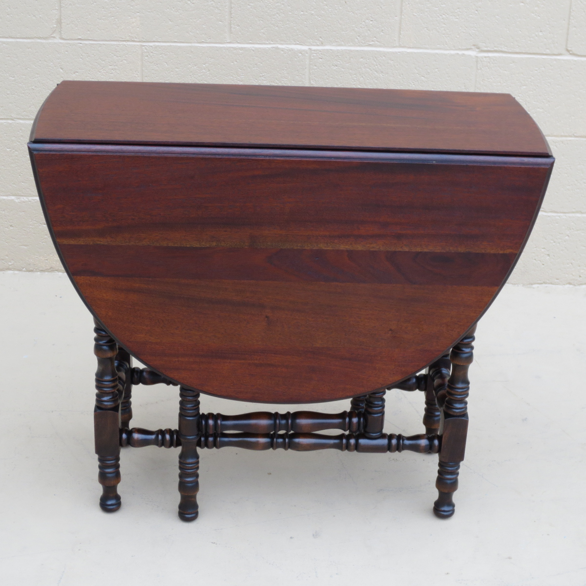 Image of: antique drop leaf tables
