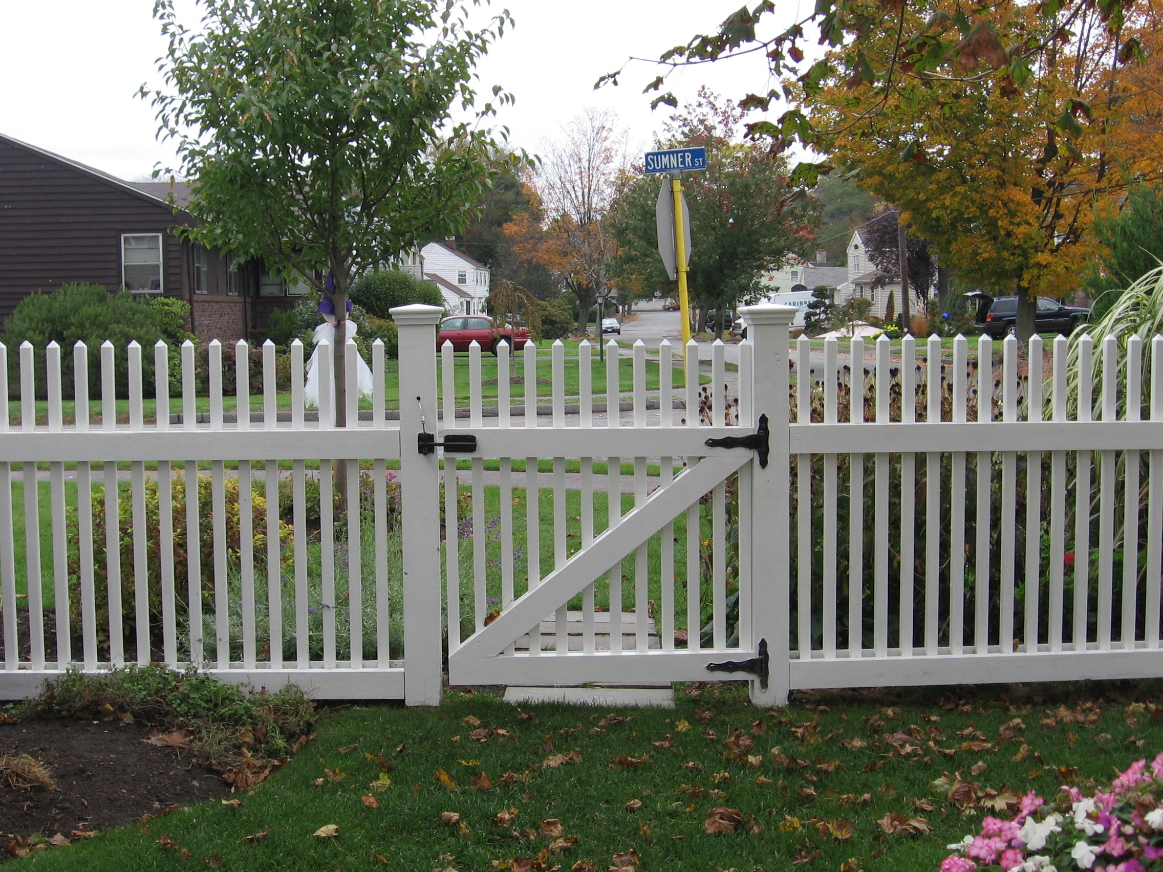 Image of: creative picket fence designs