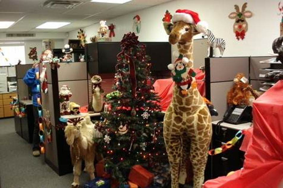 Image of: cubicle christmas decorating ideas