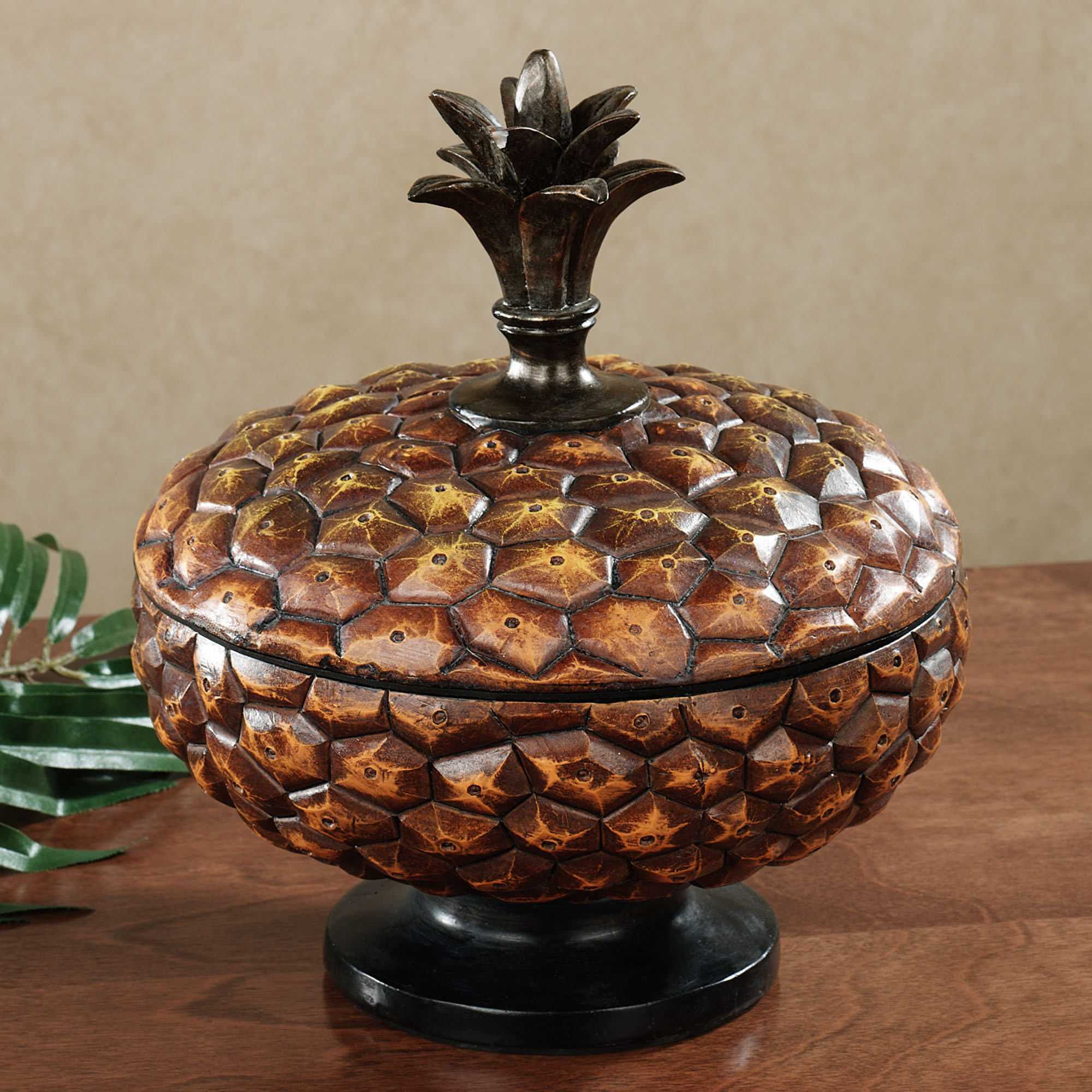 Image of: decorative pineapples