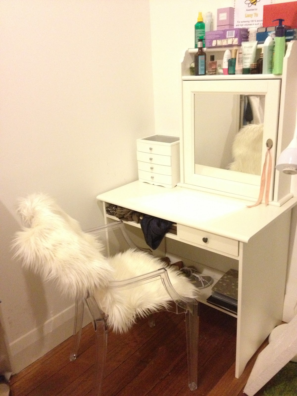 Image of: diy vanity table and mirror