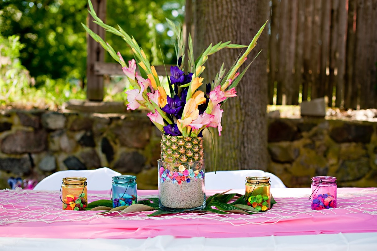 Image of: pineapple party decorations