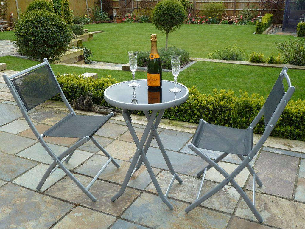 Image of: Metal Folding Patio Table And Chairs