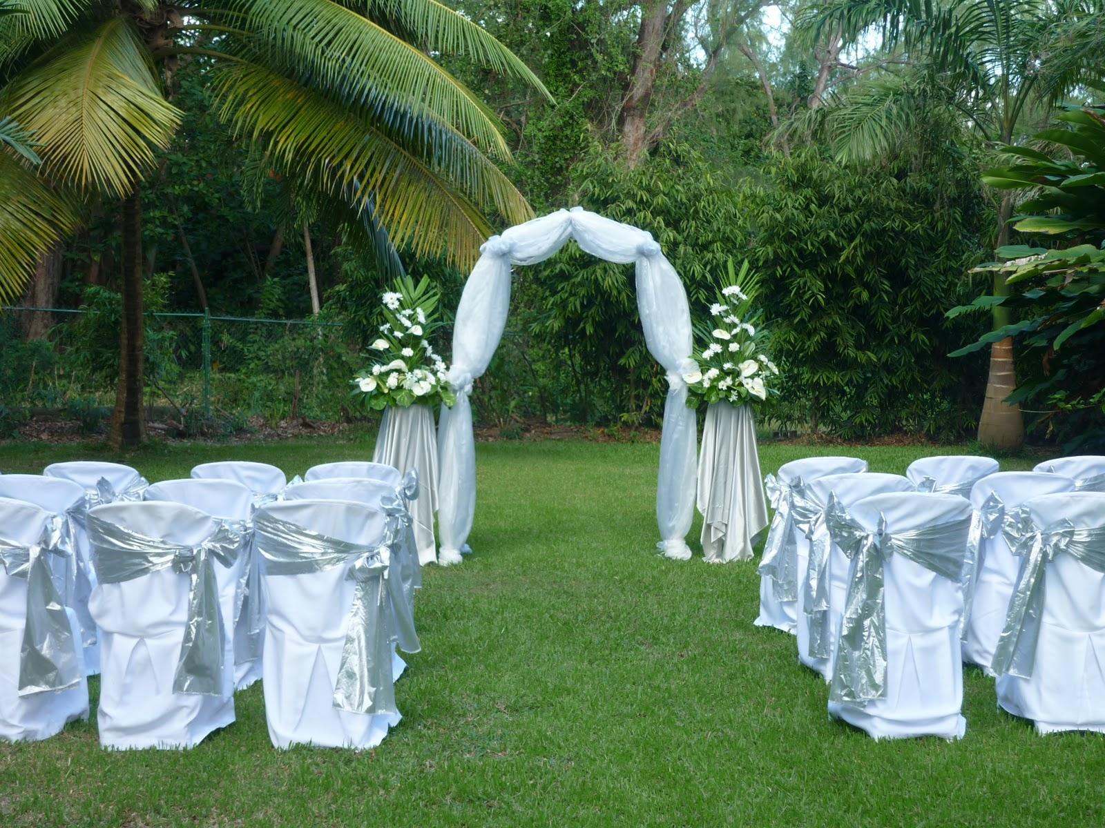 Image of: affordable outdoor wedding decorations