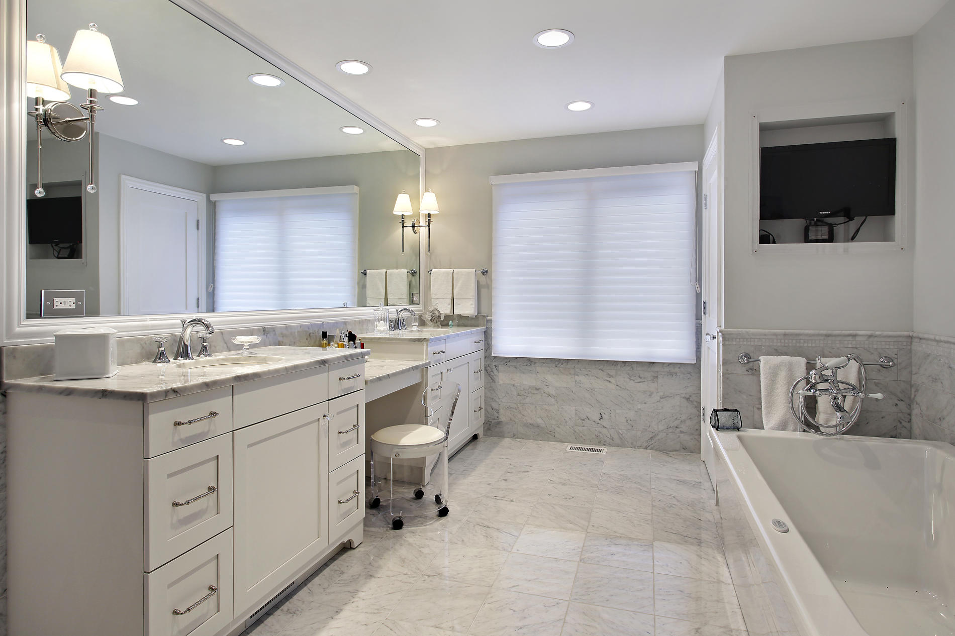 Image of: basic master bathroom designs