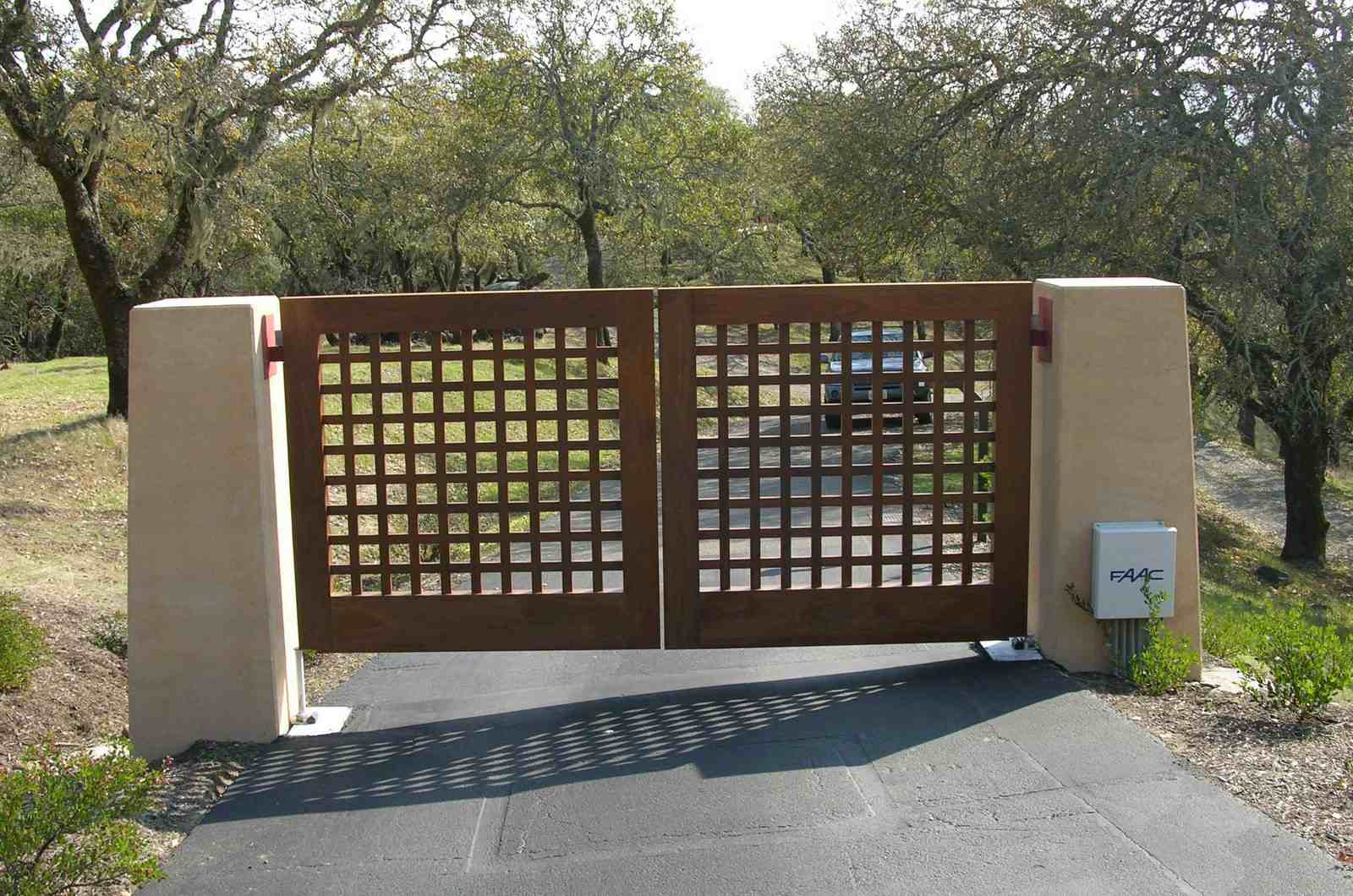 Image of: basic wooden driveway gate designs