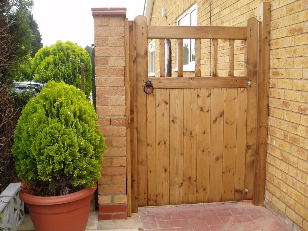 Image of: basic wooden gate designs