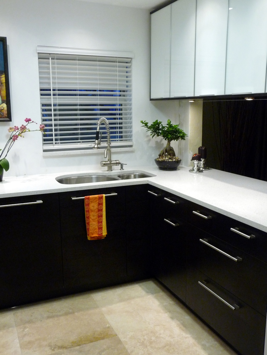Image of: black and white retro kitchen ideas