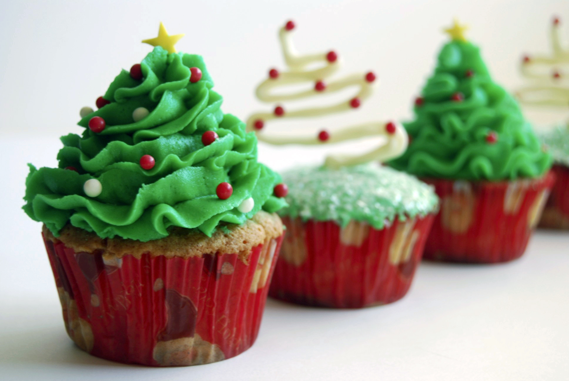 Image of: christmas cupcake decorating ideas