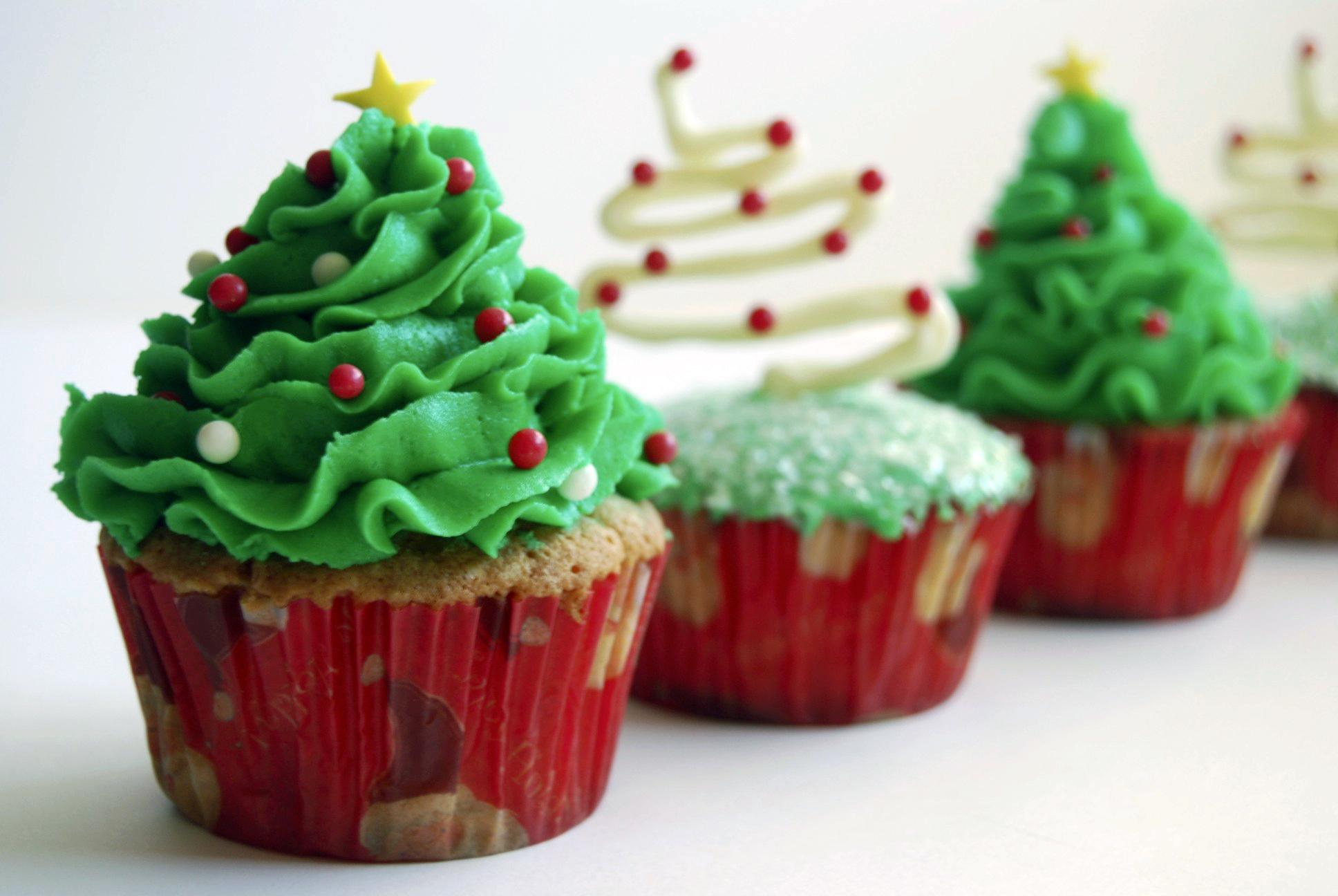 Image of: christmas cupcake decorating ideas