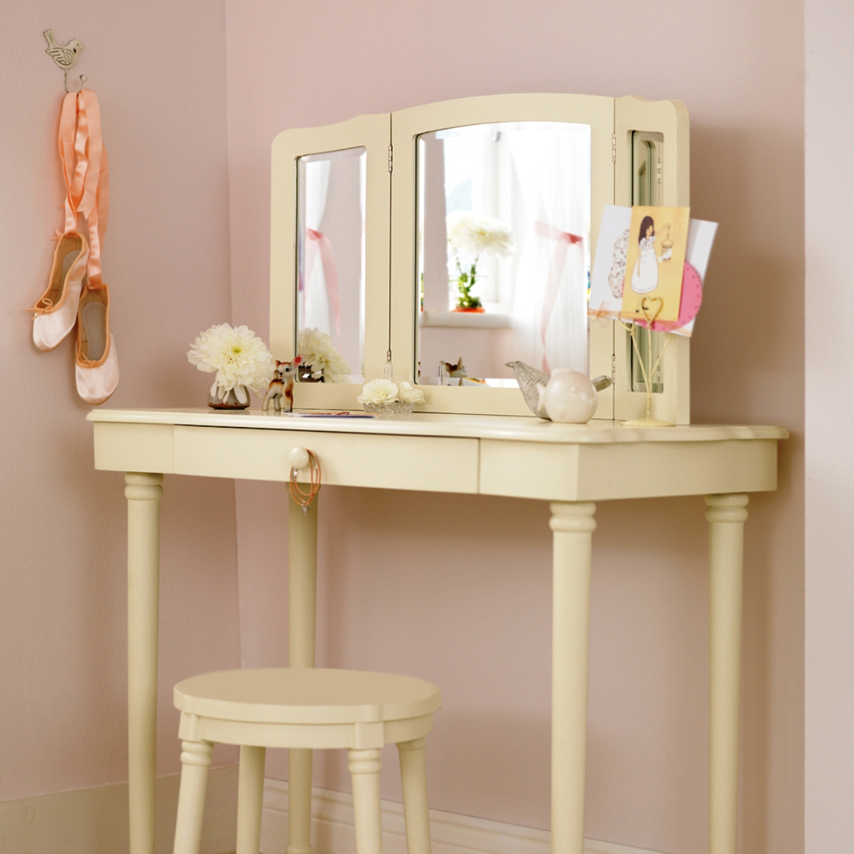 Image of: corner vanity table with mirror