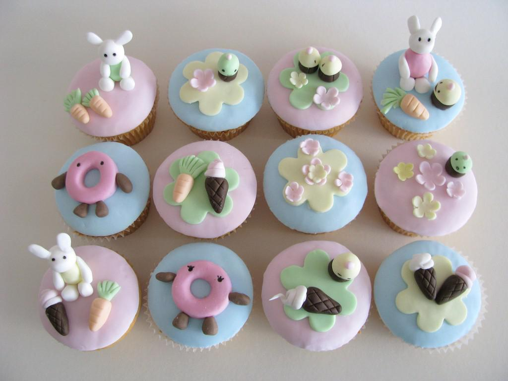 Image of: cupcake decorating supplies