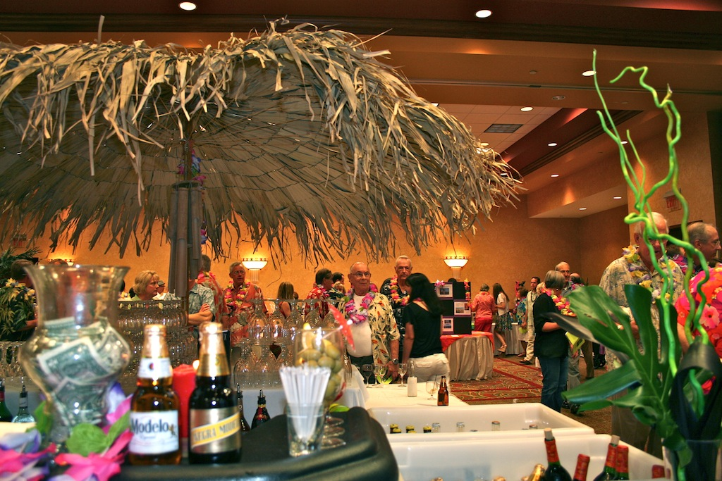 Image of: hawaiian luau party decorations