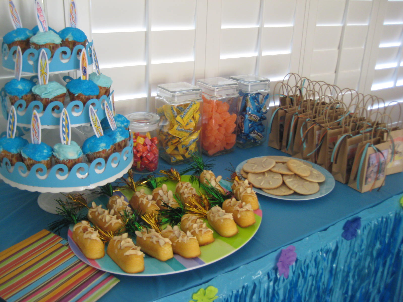 Image of: hawaiian party decoration ideas