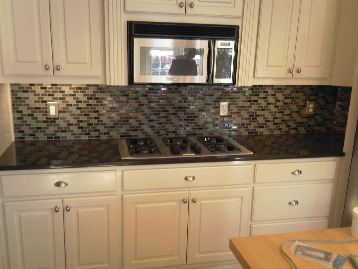 Image of: kitchen backsplash glass tile
