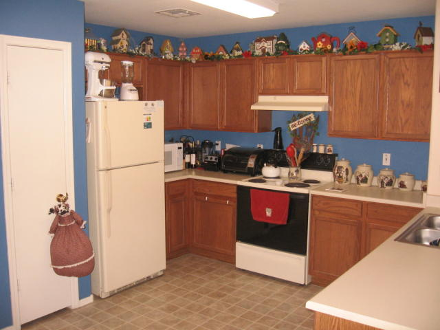 kitchen decorations for above cabinets