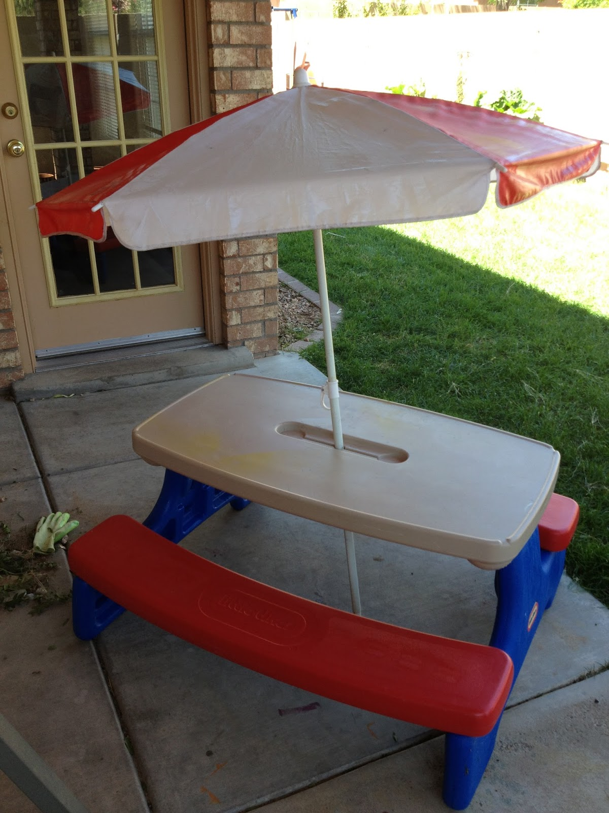 Image of: little tikes fold n store picnic table