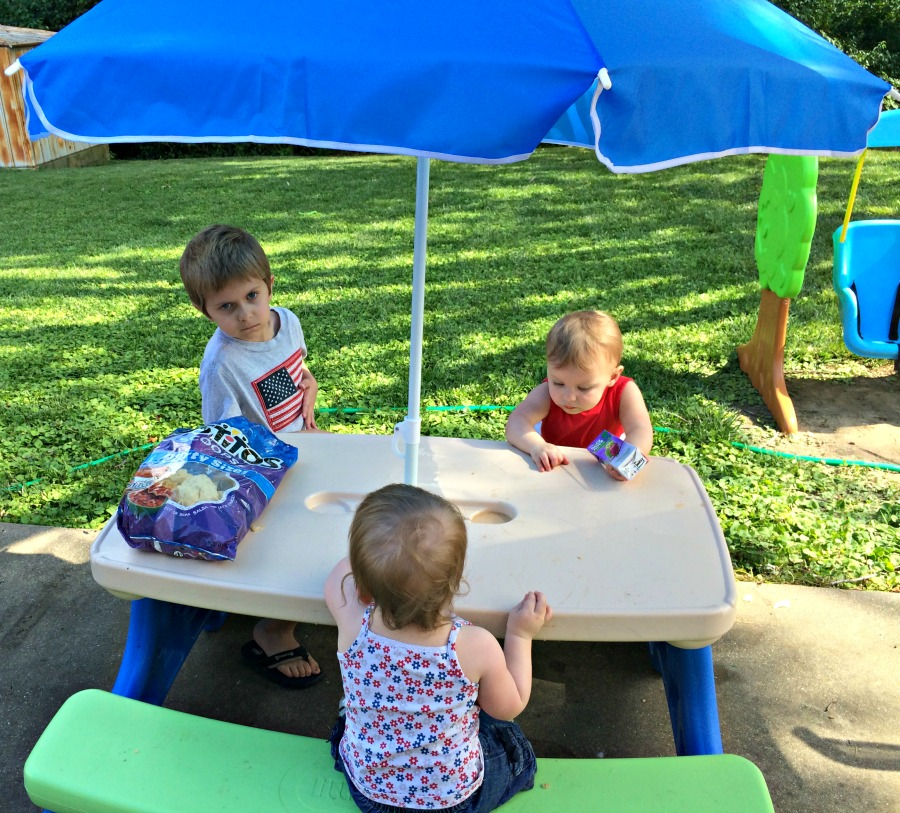 Image of: little tikes picnic table with umbrella