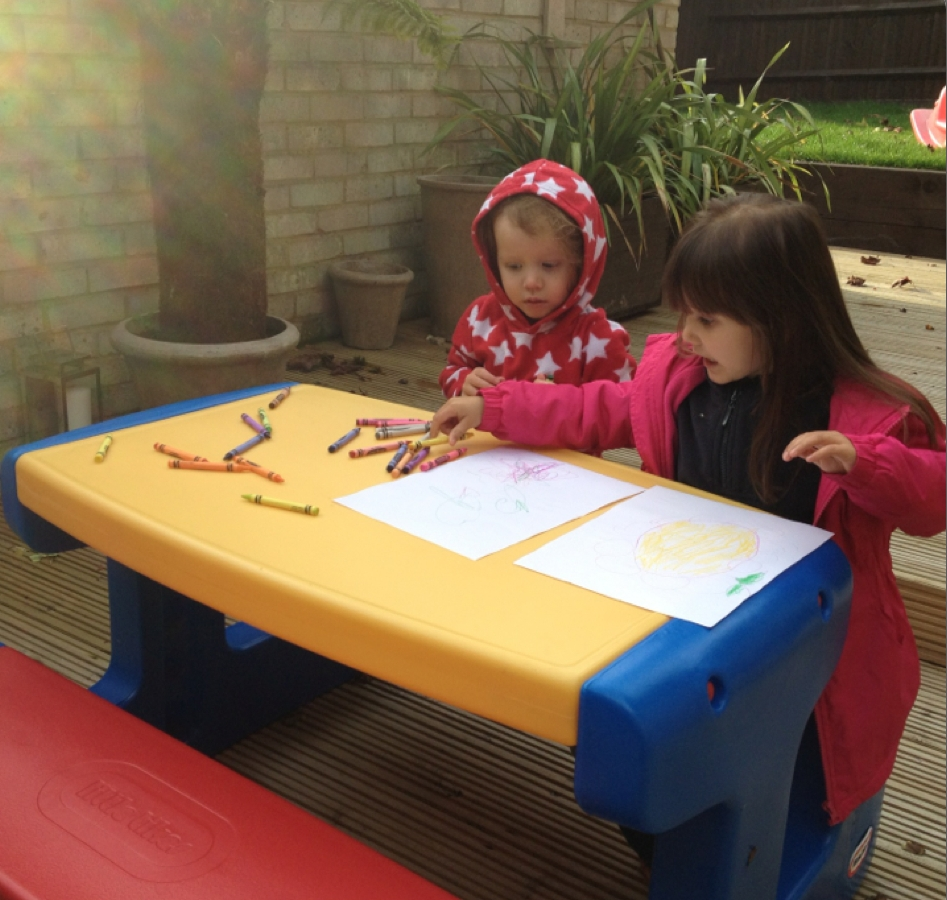 Image of: little tikes table and chairs