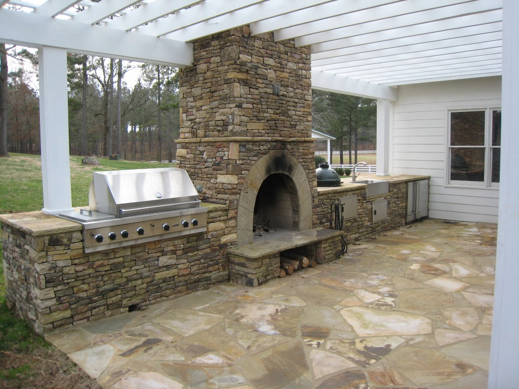 Image of: outdoor kitchen plans with fireplace