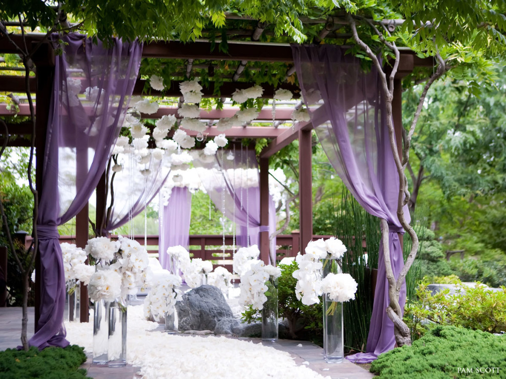 Image of: outdoor wedding arbor decorations