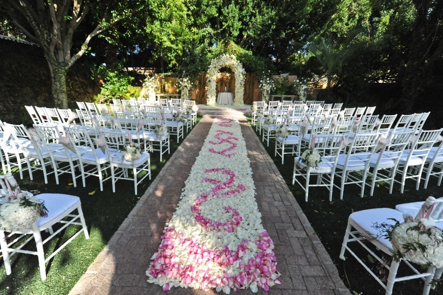 Image of: outdoor wedding ceremony aisle decorations