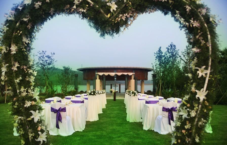 Image of: outside wedding decorations uk