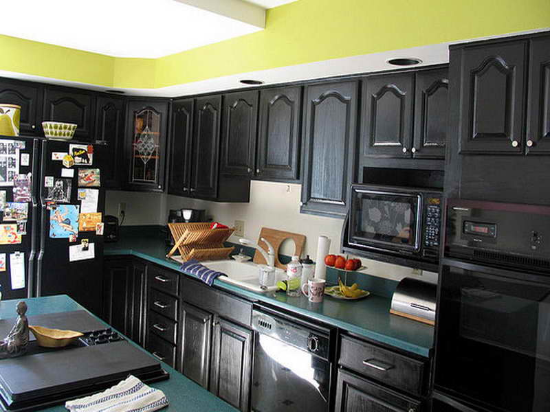 Image of: painting kitchen cabinets black