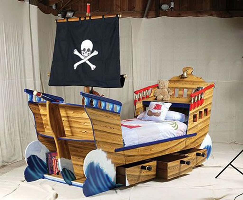 Image of: pirate ship decorations