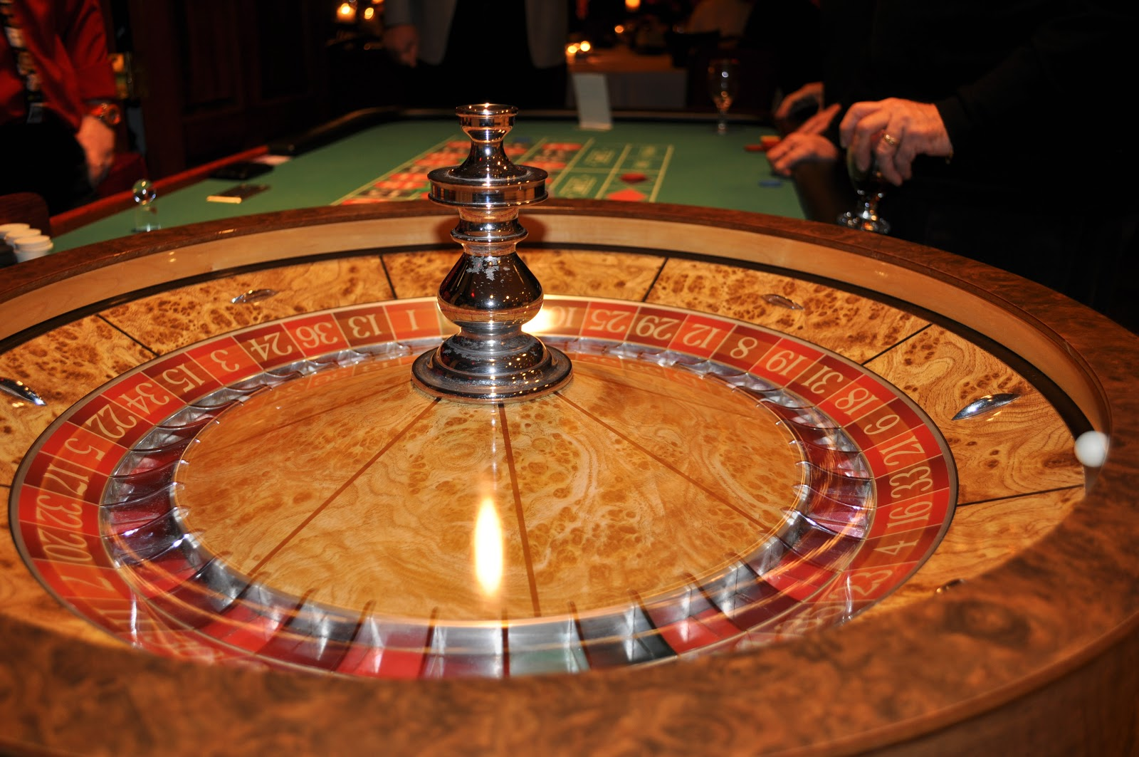 Image of: roulette game table