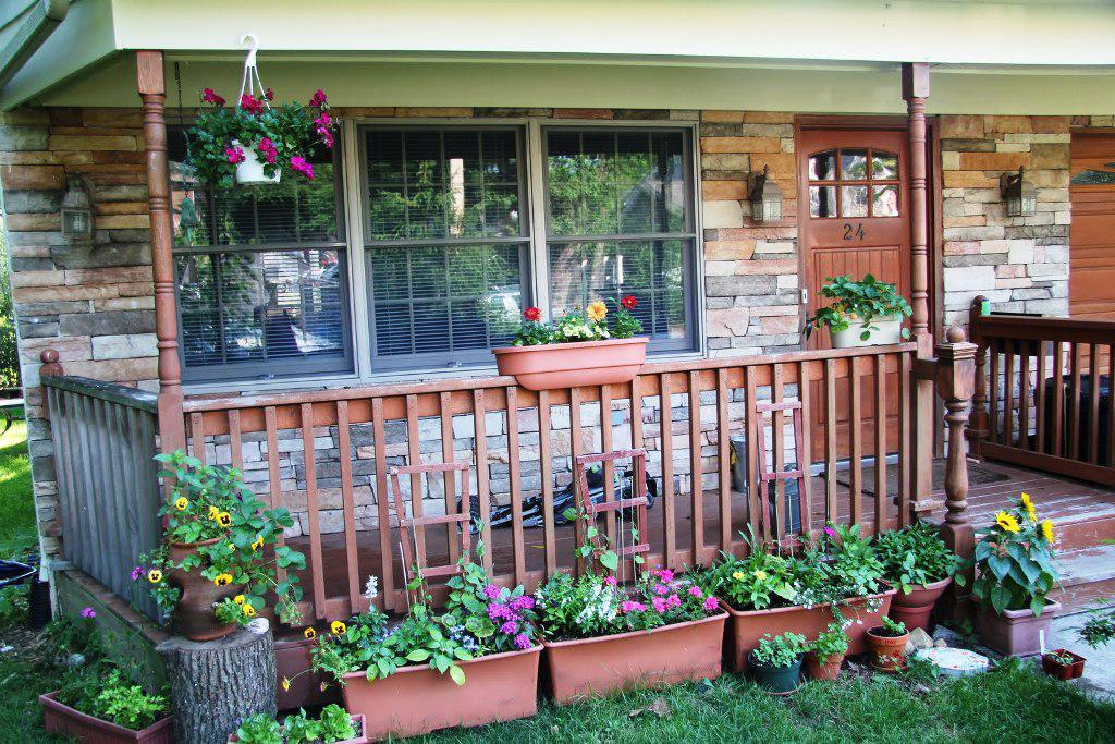 Image of: small front porch decorating ideas