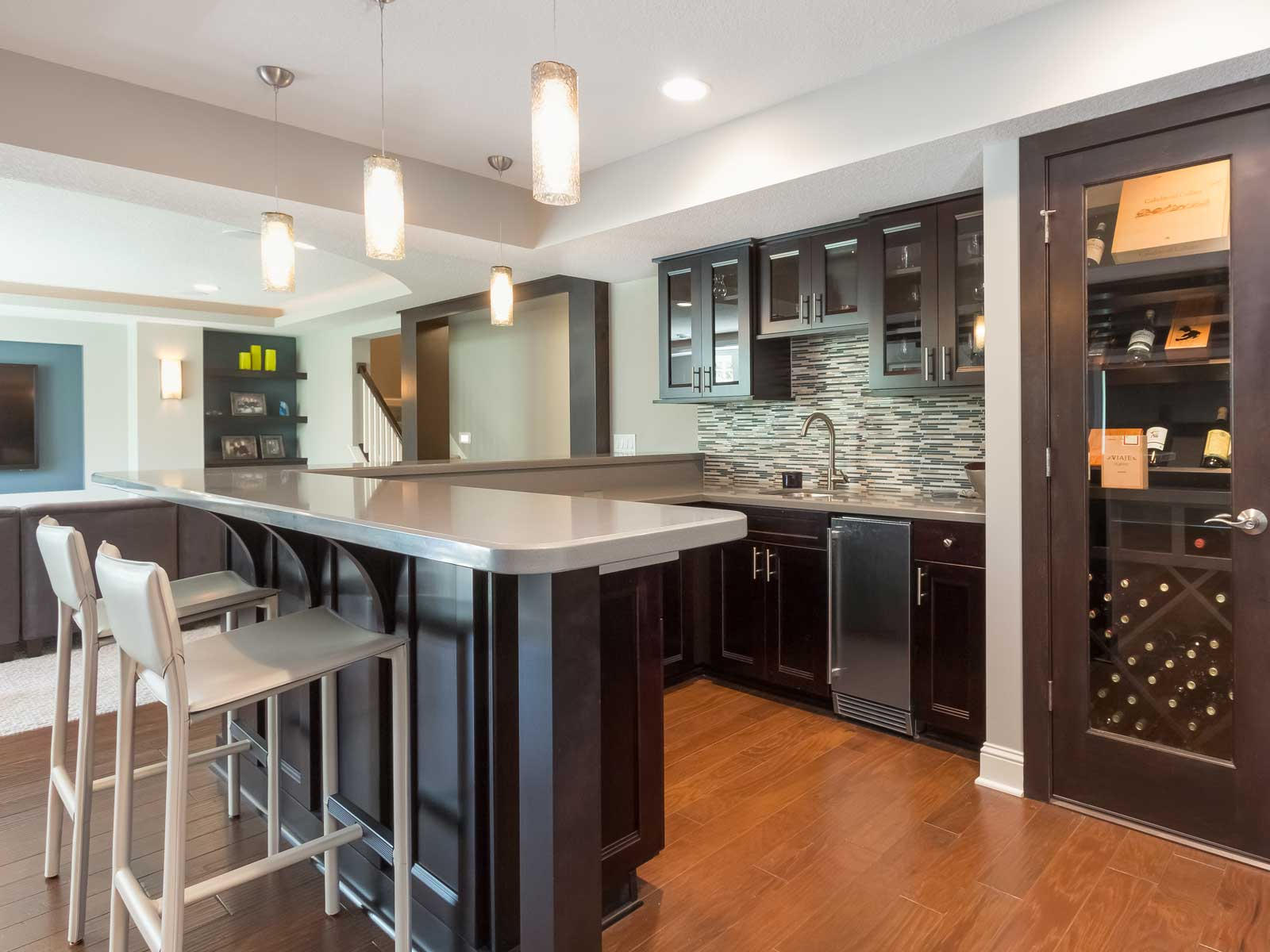 Image of: small wet bar designs for basement