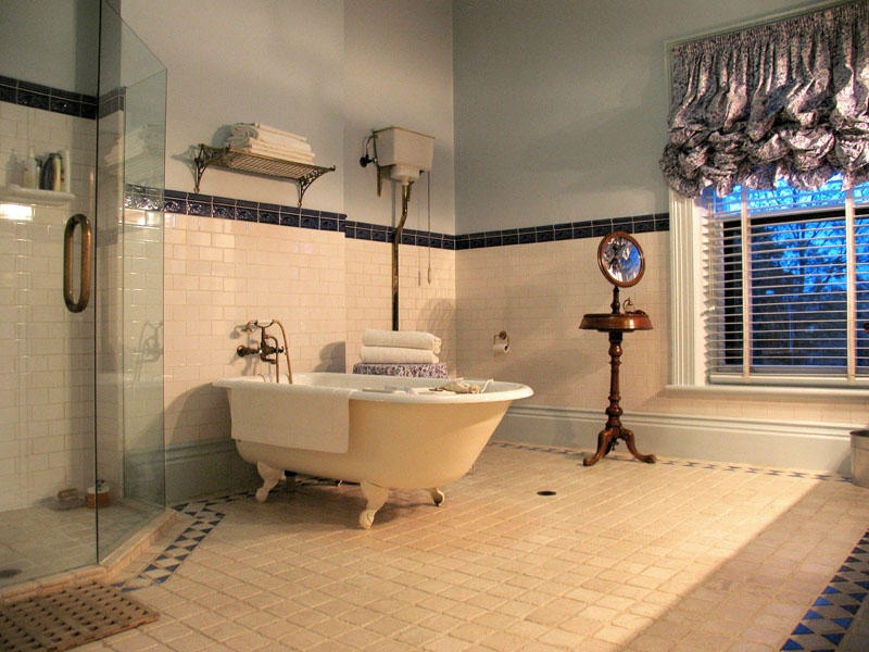 Image of: traditional bathroom design gallery
