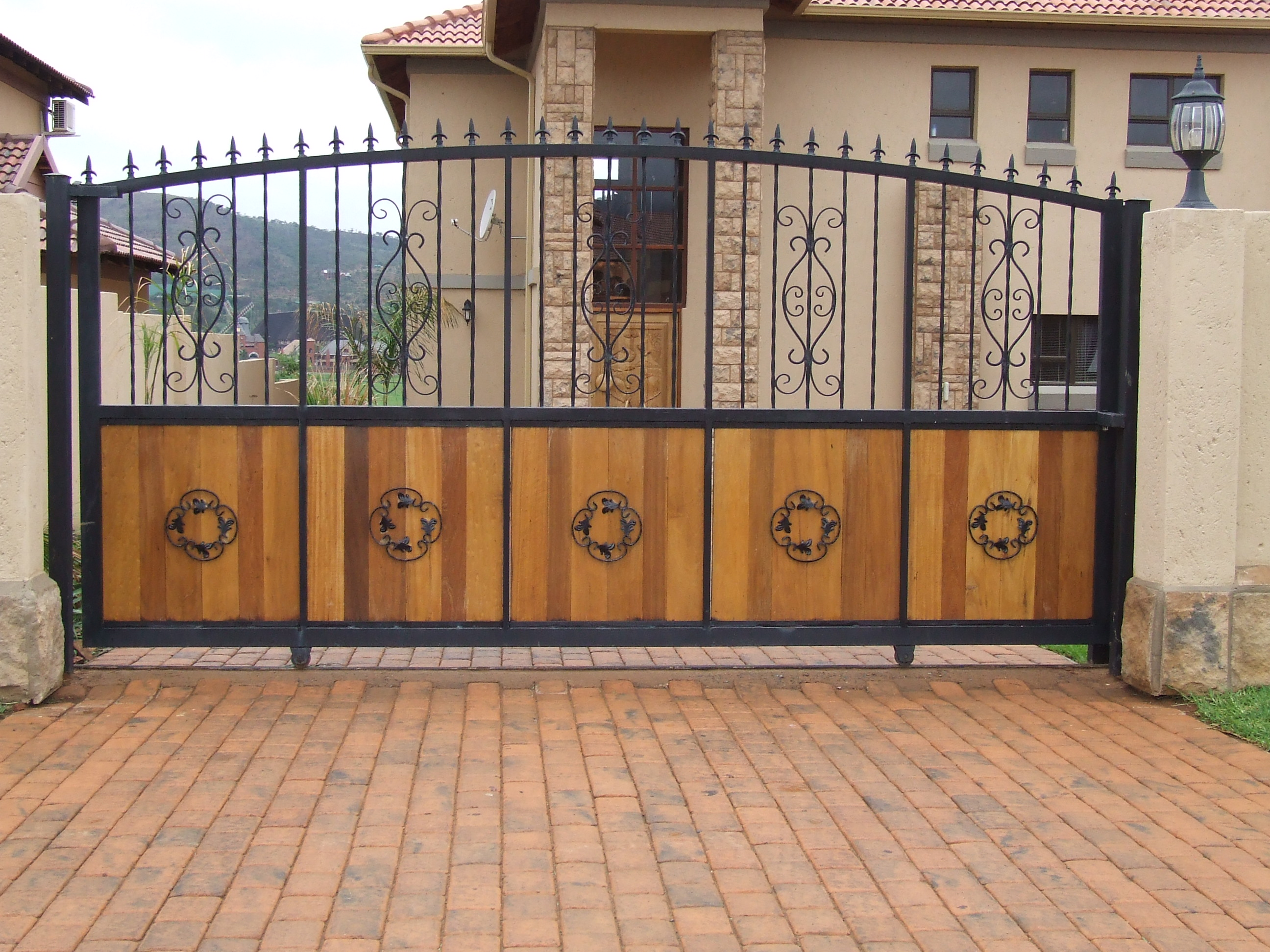 Image of: wooden and steel gate designs