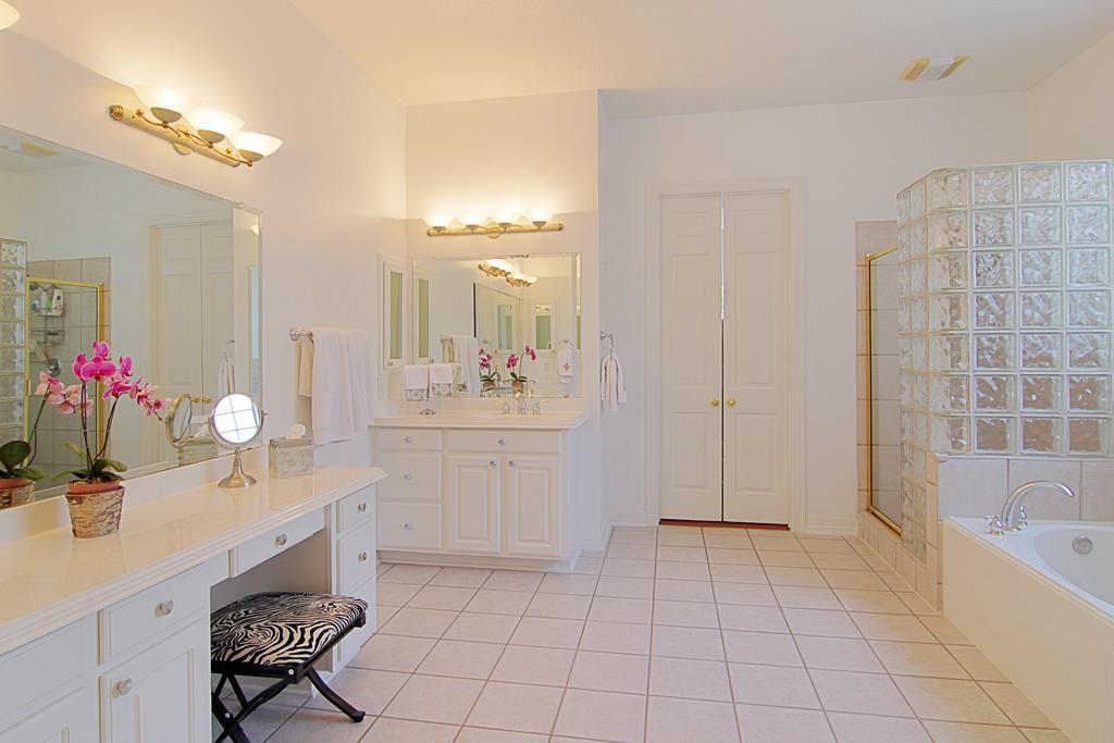 Image of: bathroom vanities with dressing table