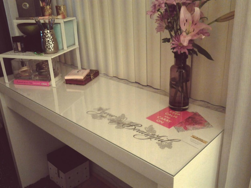 Image of: bathroom vanity with dressing table
