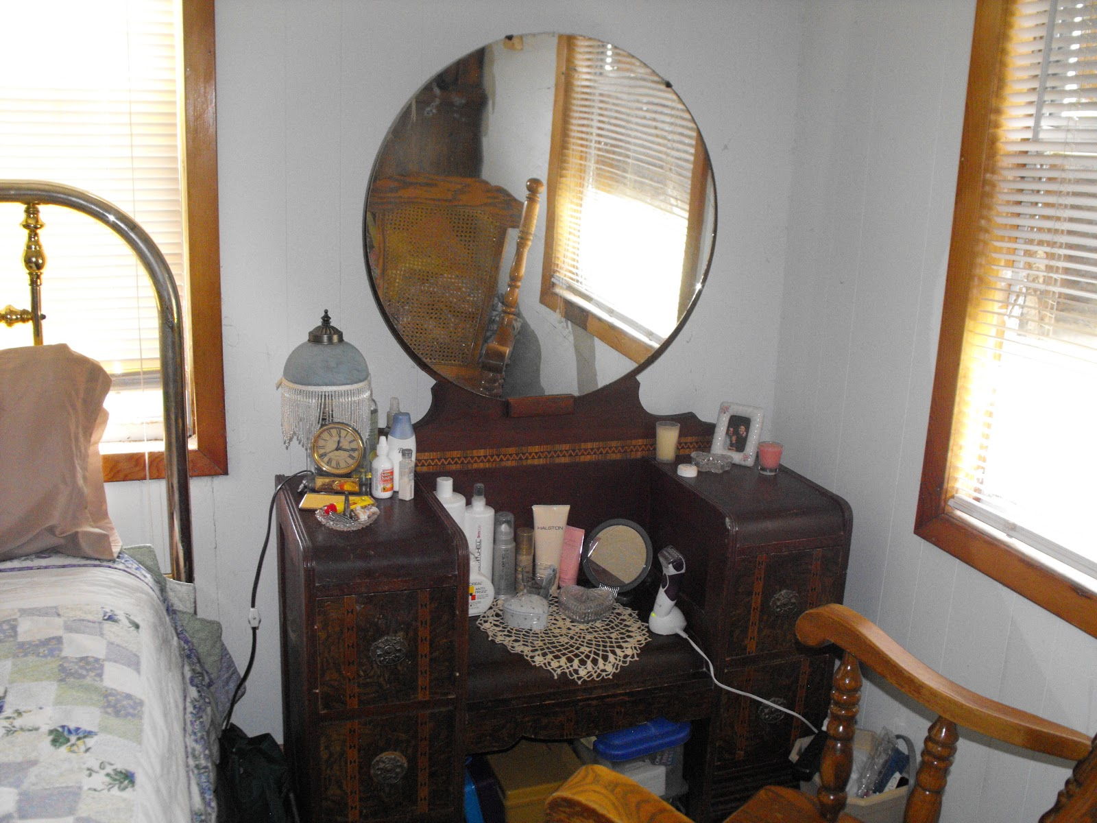 Image of: mirrored vanity dressing table