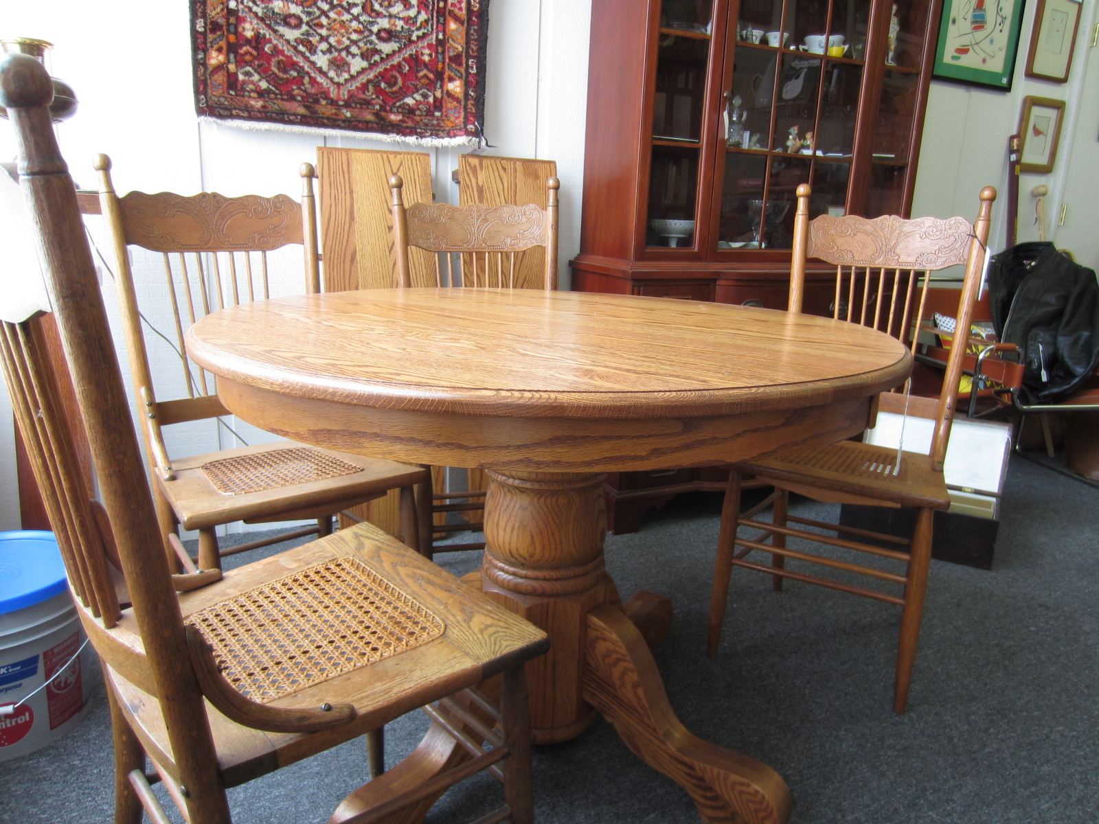 Image of: round pedestal kitchen table