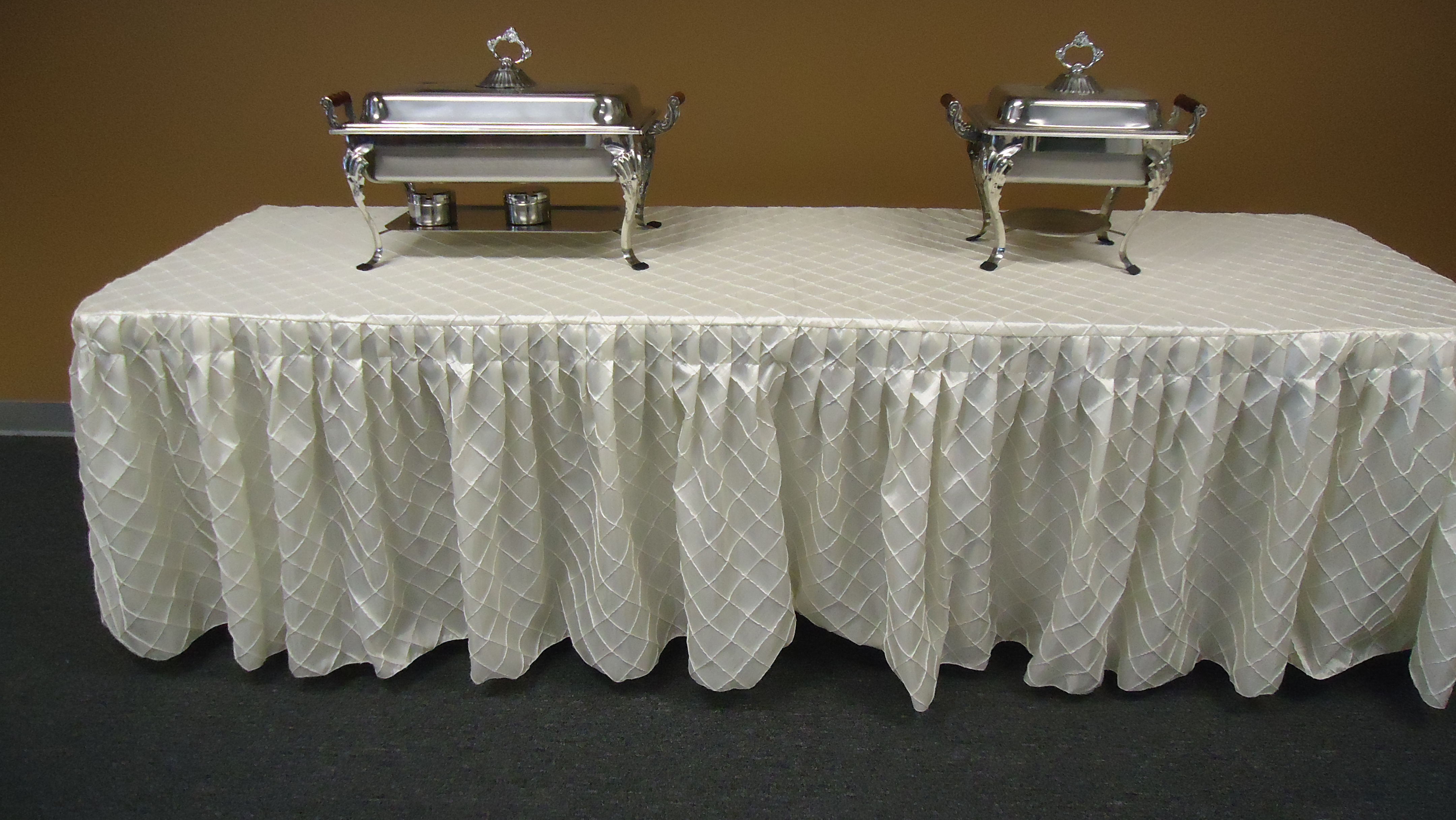 serpentine table linen sizes
